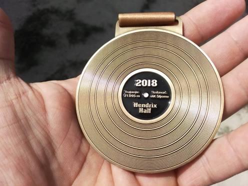 medalja back